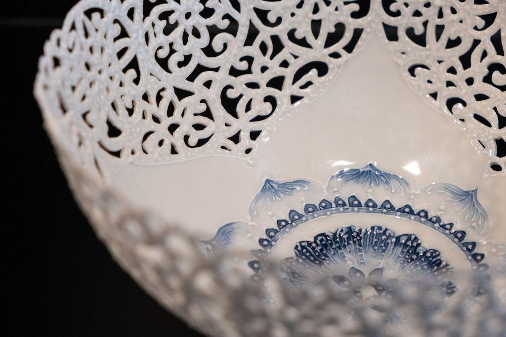 薄胎瓷又稱「脫胎瓷」、「蛋殼瓷」