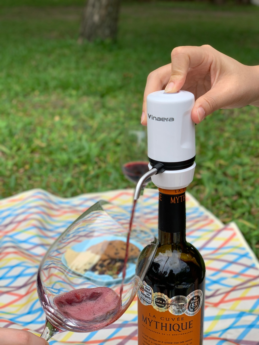 攜帶式電子醒酒器-實際使用-野餐