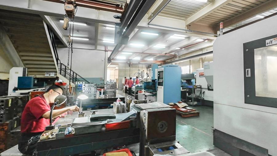 隆怡工業塑膠模具開發